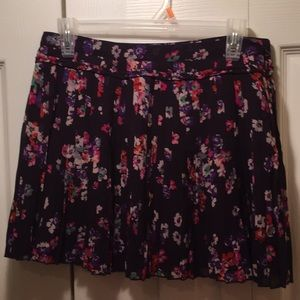 New with tags American Eagle floral skirt.